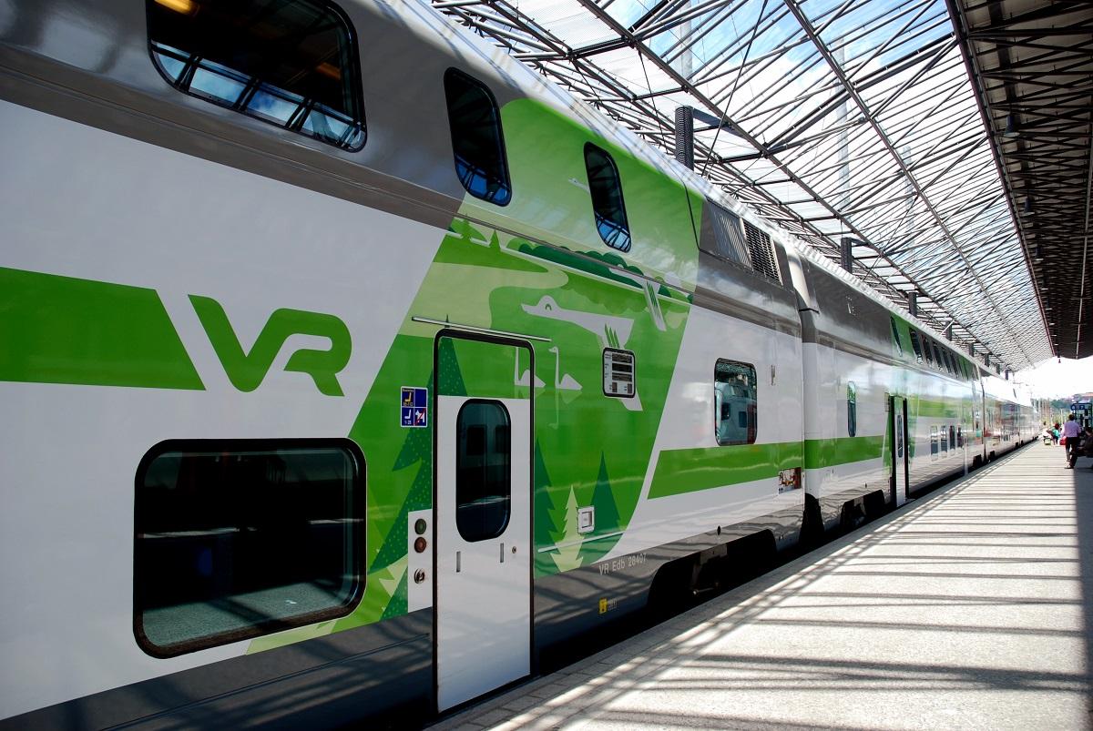 VR IC train on Helsinki railway station
